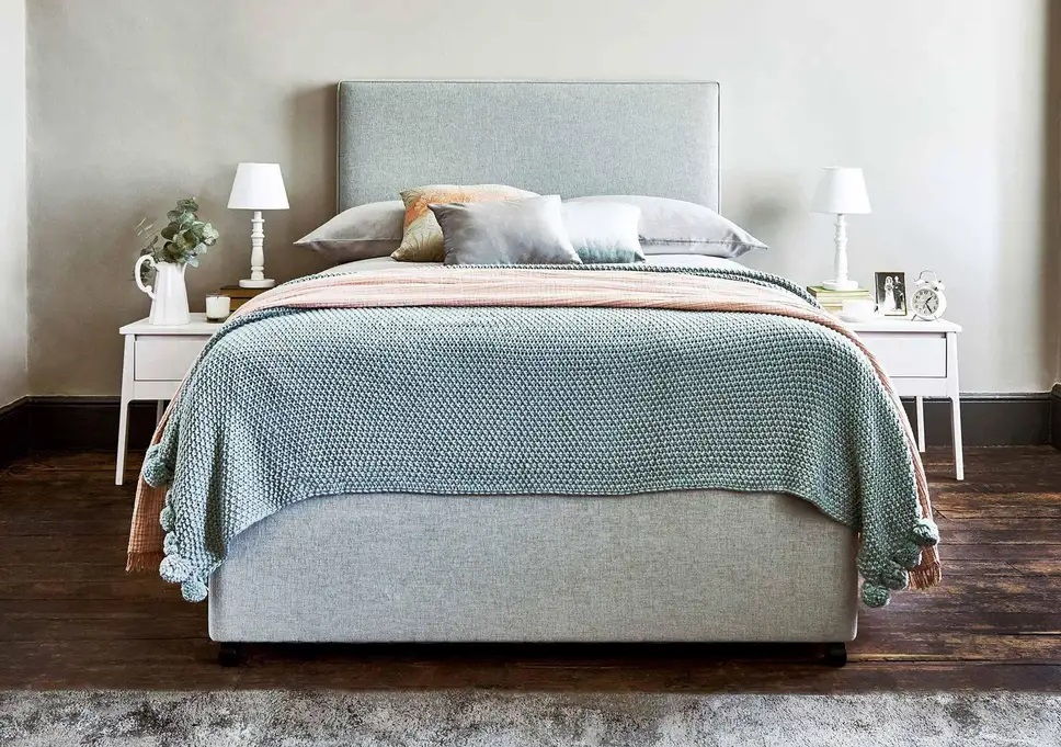 Wooden Vs. Fabric Headboards – Which One to Buy