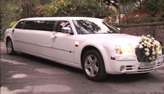 HOW TO SELECT THE PERFECT LIMOUSINE FOR YOUR WEDDING?