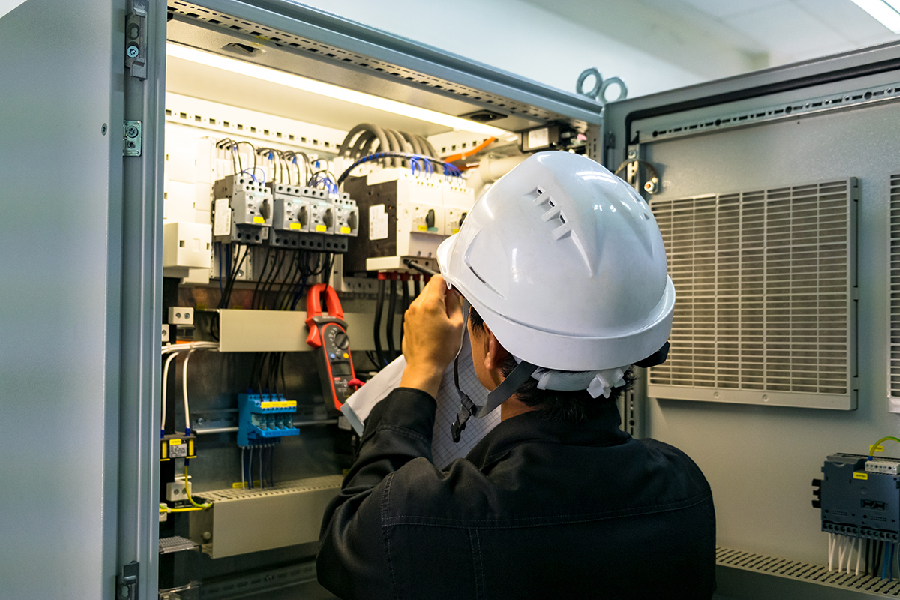 How Can a Commercial Electrician Ensure a Smooth Business Operation in Your Organisation